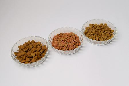 主原料となる動物性タンパク質が分散される